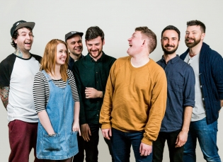 Extending a Warm Welcome to Los Campesinos!